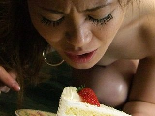 Yui Tachiki is having a load while sucking and boning