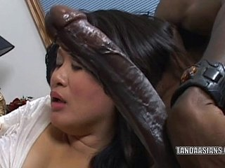 Curvy cutie Kiwi Ling is on her knees and sucking dick